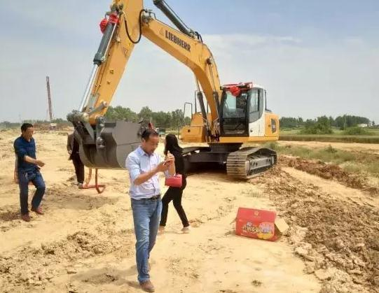 """利勃海爾R920挖掘機助力出山店水庫重新""""出山"""""""