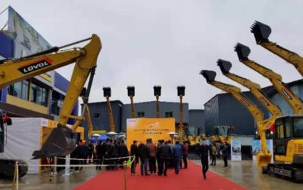 """雷沃工程机械亮相""""2018中国贵州首届工程机械展"""""""