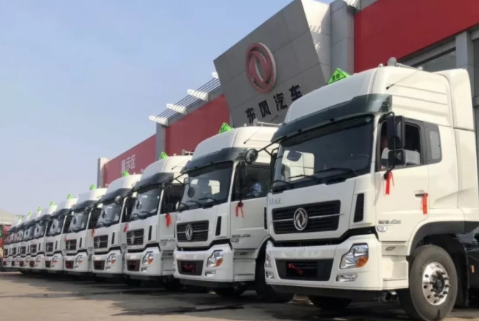 10辆东风天龙危化品运输车交付山东大客户