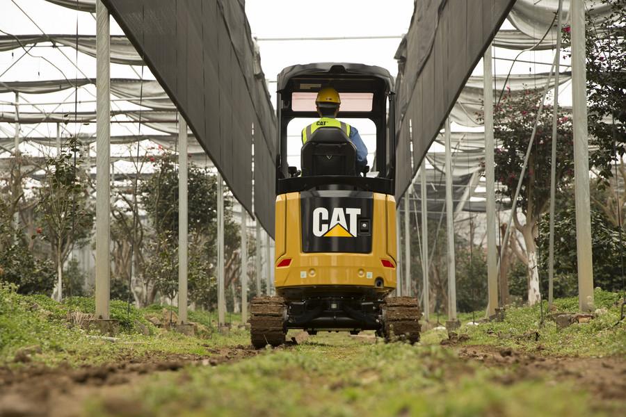 新一代CAT301.7 CR迷你挖实拍