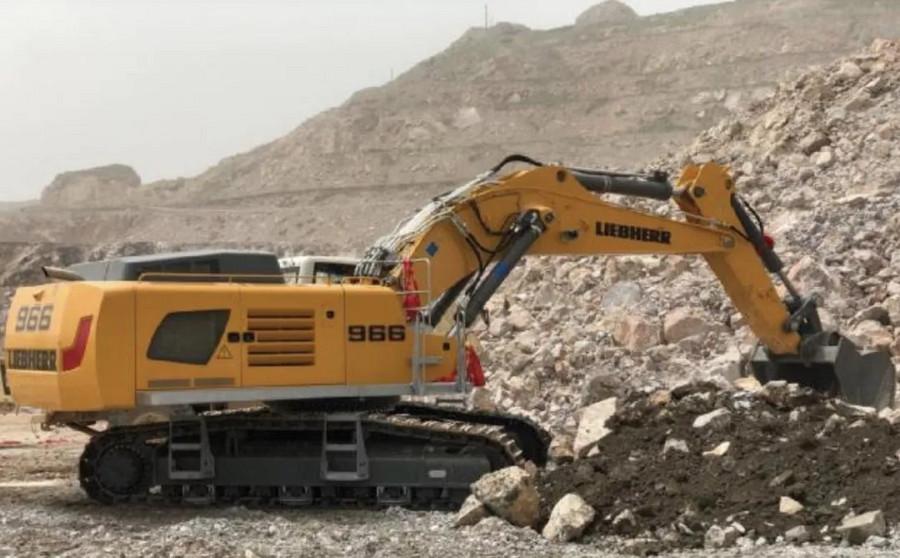 利勃海爾R 966液壓挖掘機交付甘肅祁連山水泥