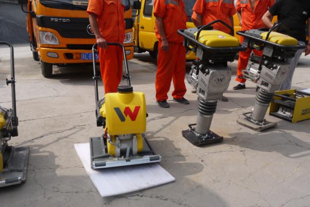 两台威克诺森电池驱动型冲击夯(AS50e)及电池驱动型振动平板夯(AP1850e)在北京交付