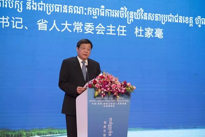 1.45億!杜家毫在柬埔寨見證三一大單簽約