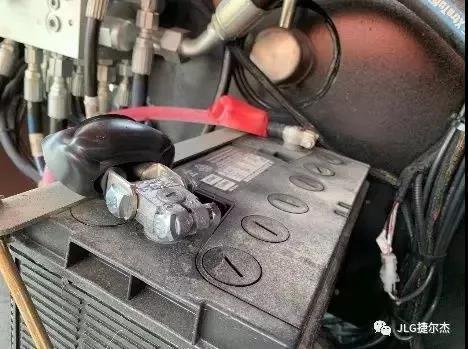 JLG高空作业平台启动电瓶