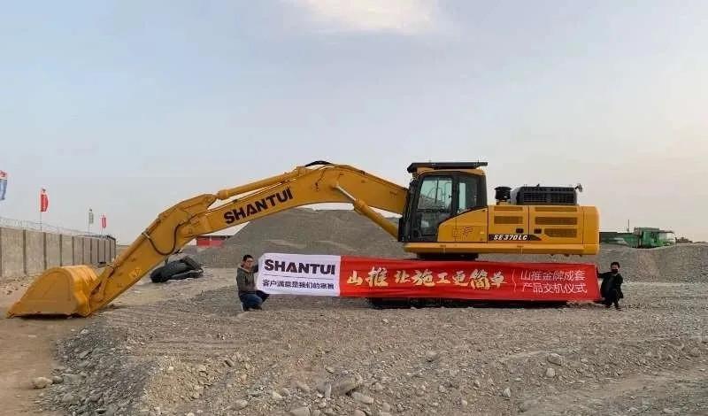 山推挖掘機助力新疆道路修筑