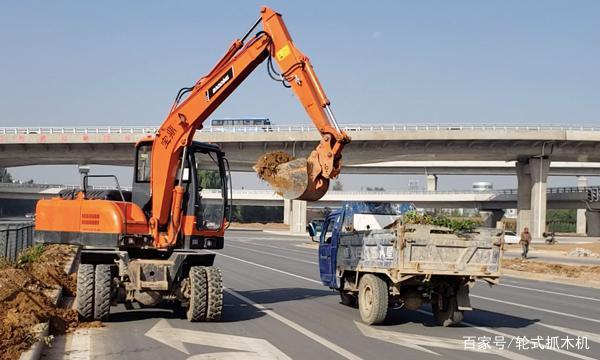 【政策】輪式挖掘機上路被罰,你中招了嗎?