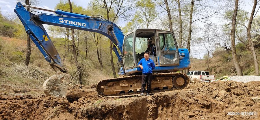 入行10年,陪伴馮師傅7年的藍色挖機,始終有顆可靠的心!