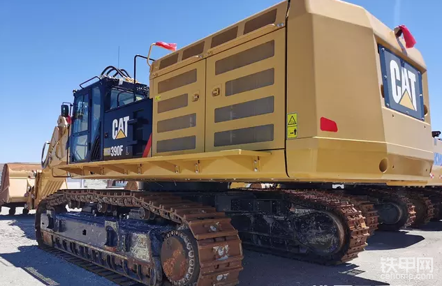 卡特390挖掘機,發動機振動抖動是什么原因,你知道嗎
