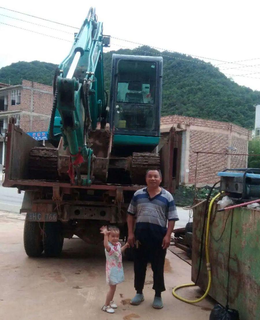 云南這個村有個挖掘機家族,創富有一套