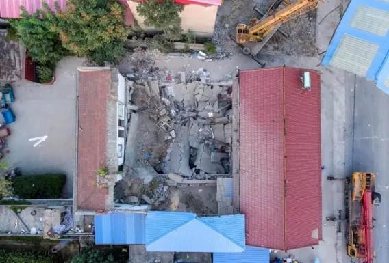 山推裝載機助力山西坍塌飯店清理救援