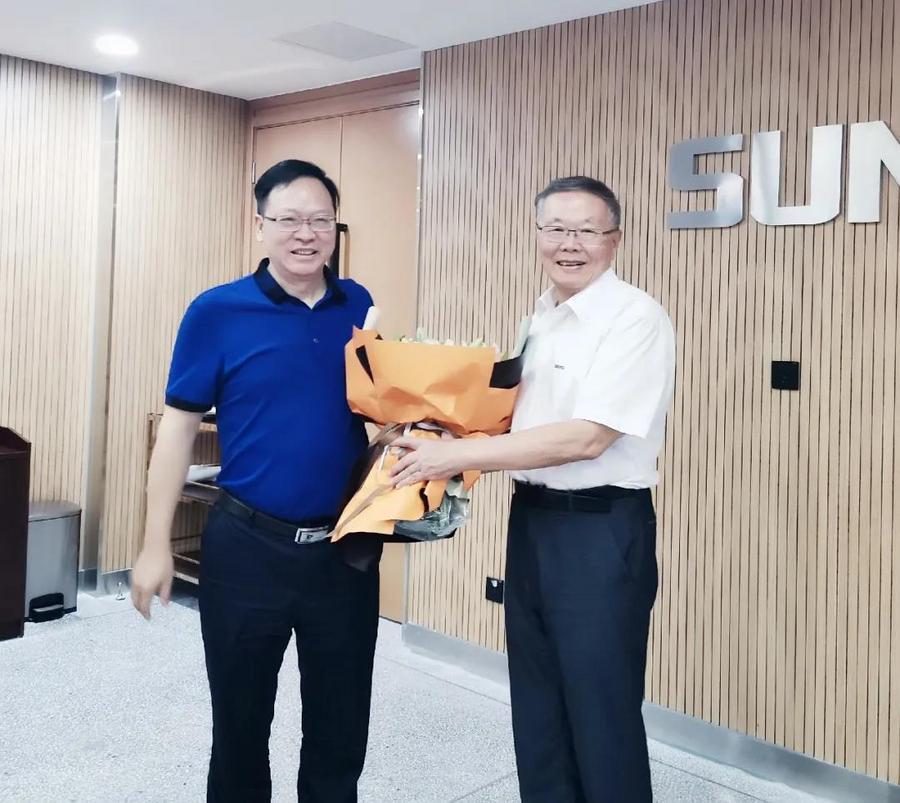 中南大学机电工程学院肖来荣书记到访山河智能