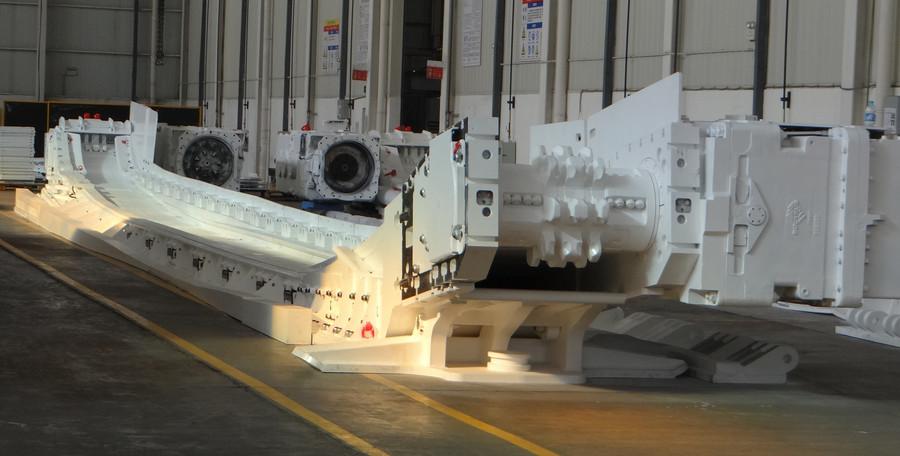 卡特彼勒首套長壁工作面刮板輸送機出廠