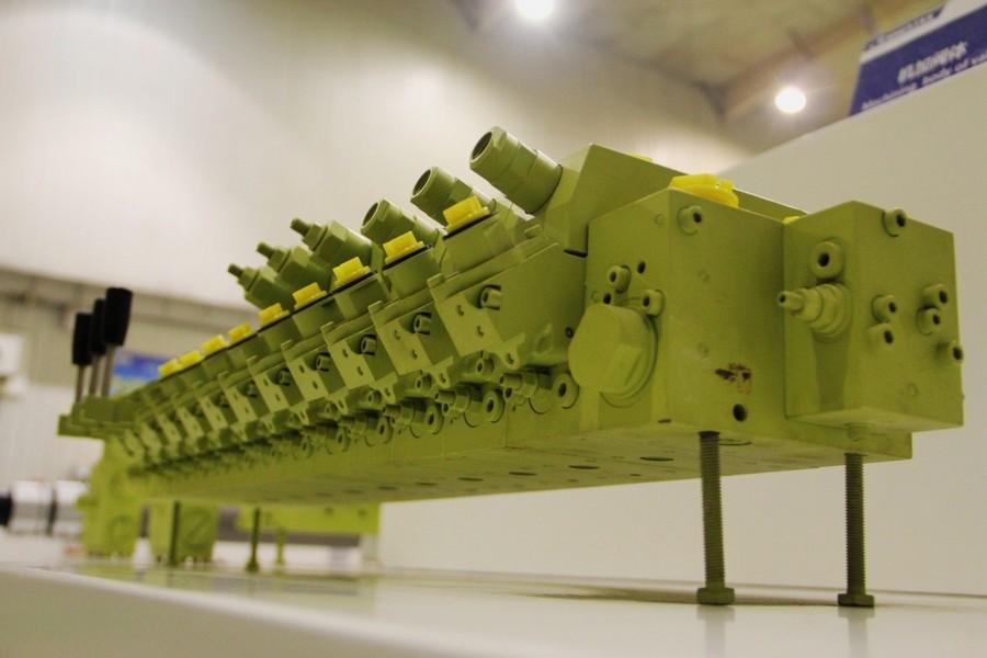 徐工多路閥產品 成功配套液壓錨桿鉆機