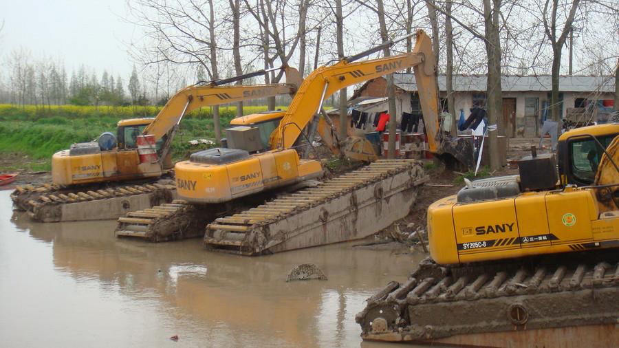 改装用途广 盘点国外挖掘机奇异大改装