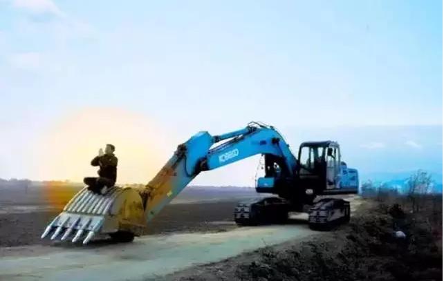 有一种神圣霸气的职业叫做挖掘机司机