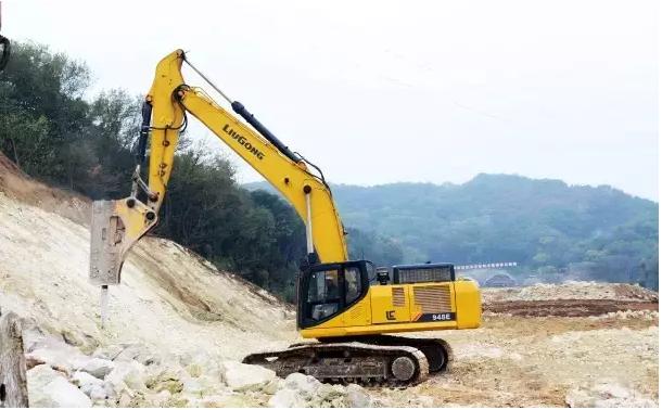 开山凿路 柳工948E挖掘机助力隧道工程