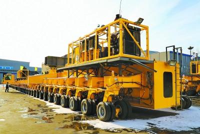 全球首臺1700噸公路架橋機在秦皇島市建成