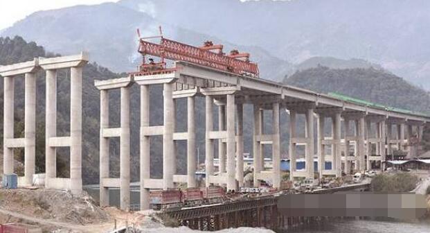 桂三高速龙胜段工程机械陆续恢复施工