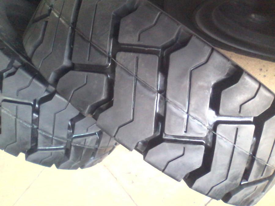 轮胎花纹深度对叉车轮胎有哪些影响?