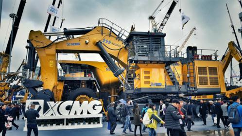 徐工300噸級大型礦用挖掘機亮相寶馬展