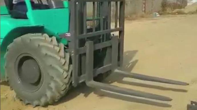 【甲友圈视频】快换,叉车秒变装载机!