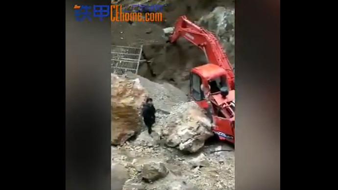 【甲友圈视频】斗山大挖被困山沟,如何救援?