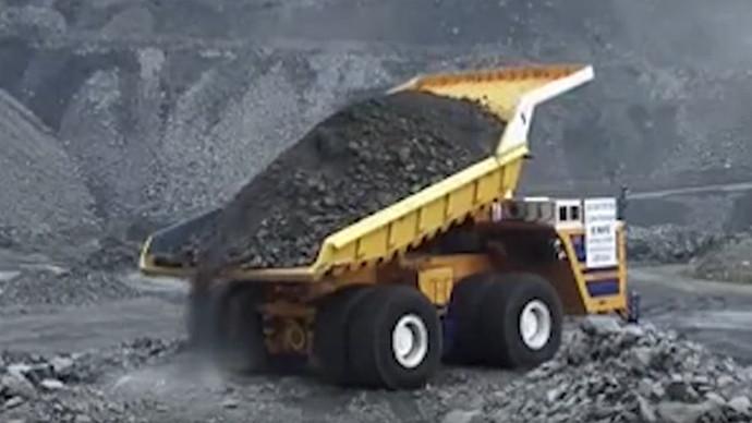 【眼界】礦用挖掘機現場作業 靈活快捷行動自如