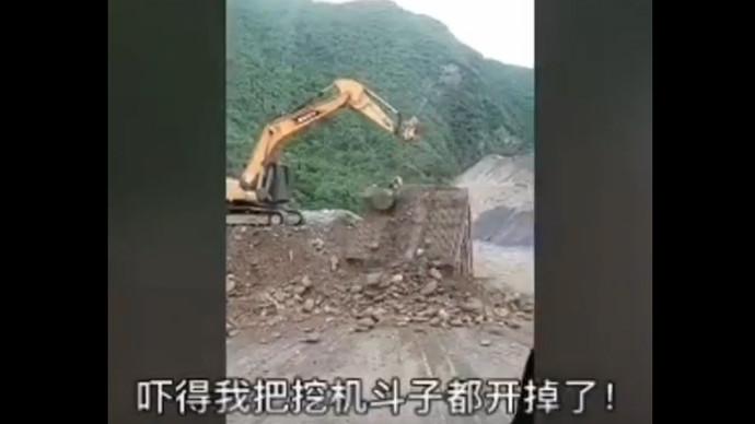 【甲友圈视频】吓得我把挖机斗子都开掉了