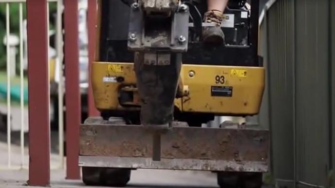 【眼界】近距离看卡特R350挖机 竟然还可以这样操作