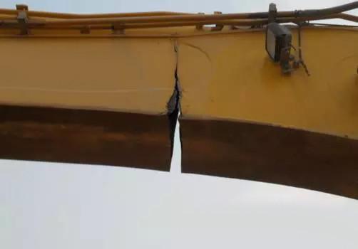 挖掘機大小臂開裂怎么辦?怎么焊接修復裂縫?