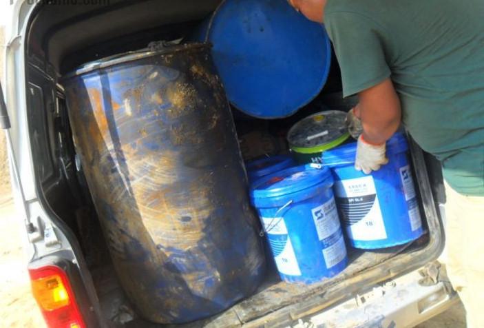挖掘機保養須知:如何鑒別液壓油的好壞?