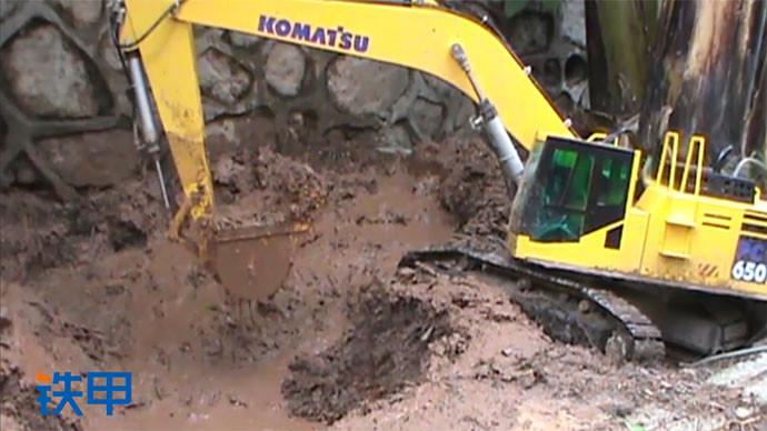 【眼界】小松挖機身在泥潭挖土 操作六到飛起