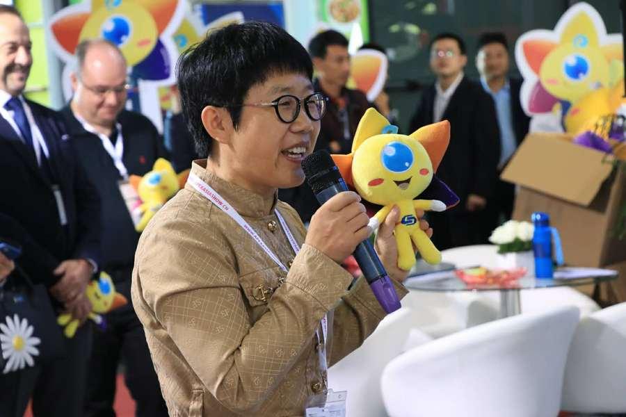 """星邦重工参加首届亚洲国际高空作业机械展 隆重发布吉祥物""""星宝"""""""