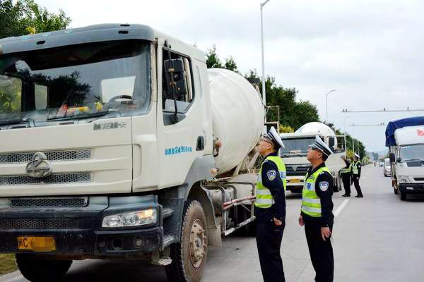 混凝土運輸車新標準首日實施, 9輛違法攪拌車被查處