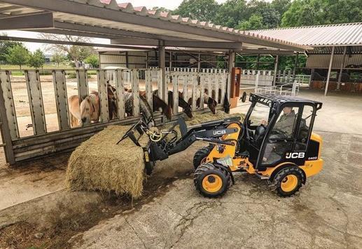 JCB发布全新小型农用403装载机