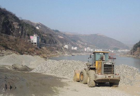 安康一河道采砂场发生事故 装载机作业中致2人亡