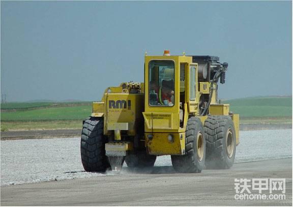 公路改造新宠 共振破碎机你了解多少?