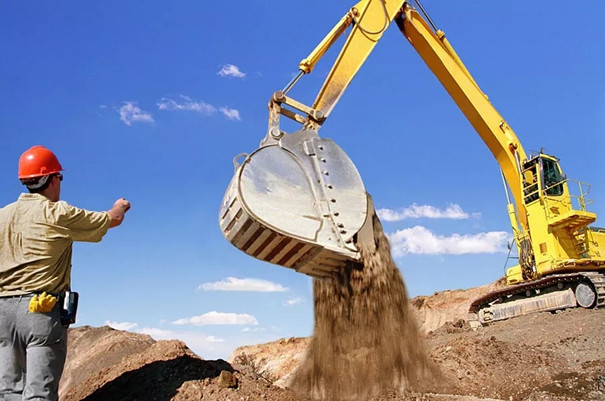 挖掘机出租赚钱吗?挖机老板有苦说不出!
