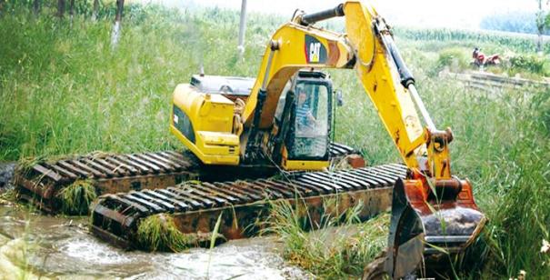 水陆挖掘机出租是怎么操作的,租多少钱一个月