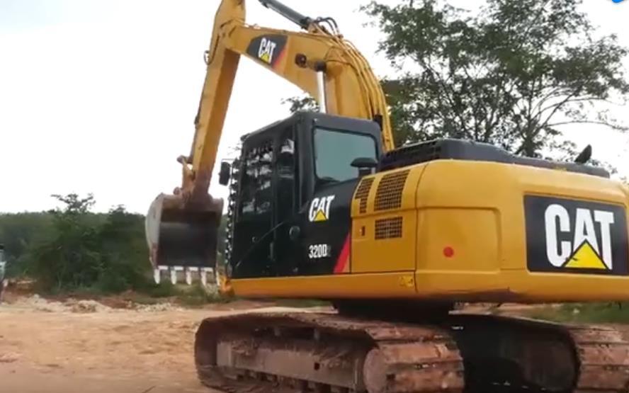 这个新来的挖掘机师傅技术不错,对得起这份工资