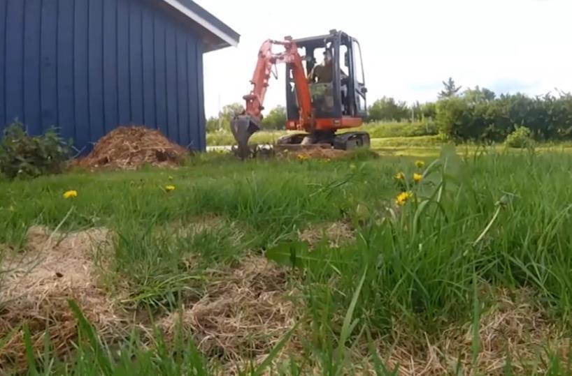 农家小哥开挖掘机换成鹰嘴钩,挖土技术怎么样?