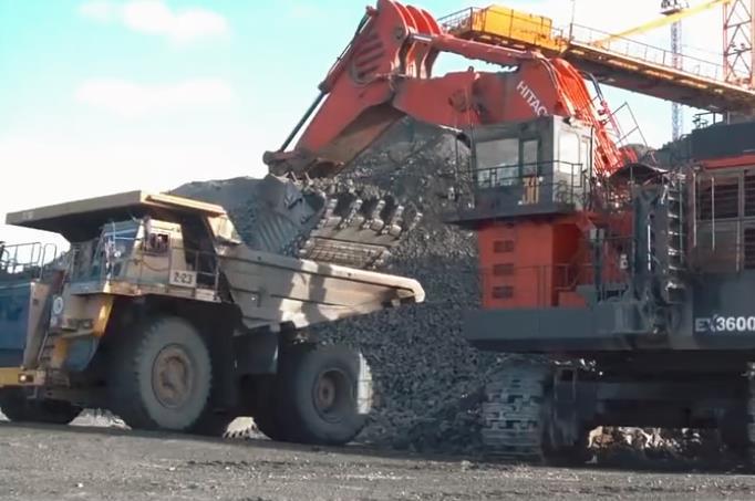 日立3600挖掘機,這大家伙看著真霸氣,不給錢都想去開一天