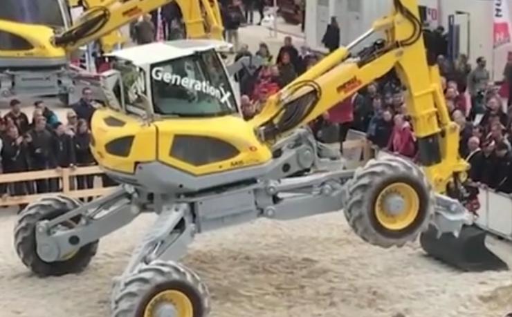 國內VS國外,挖掘機花式技巧展示!