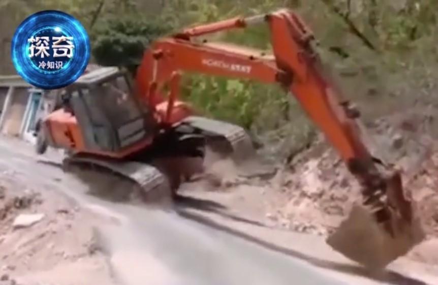 把挖掘機開成這樣,司機算什么水平?一般人還真做不到