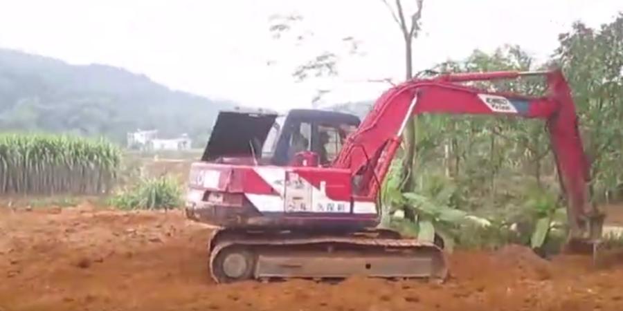你见过红色的神钢挖掘机吗?