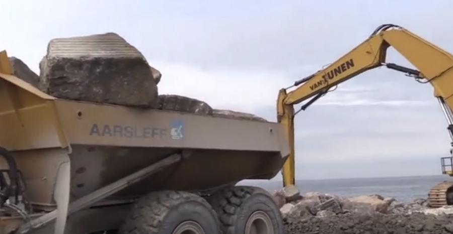 超长臂CAT挖掘机!有老铁开过嘛?