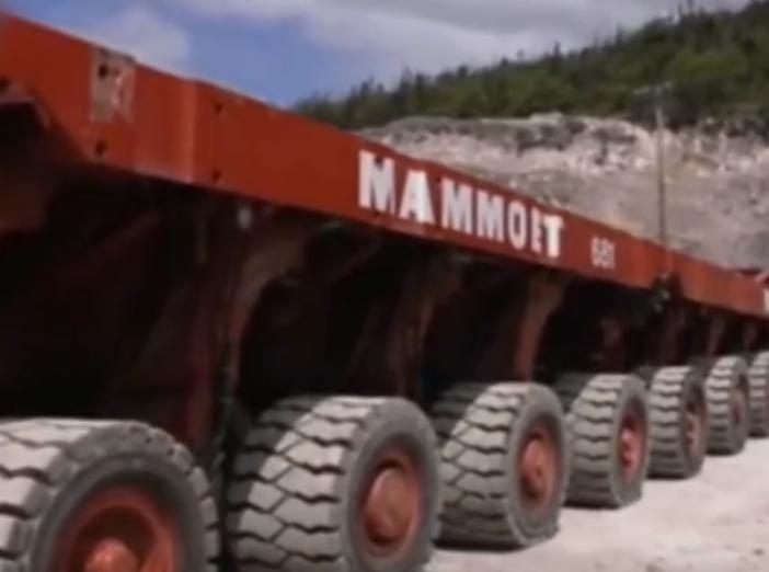 拥有上百个轮子的卡车,很好奇它是如何转向的?
