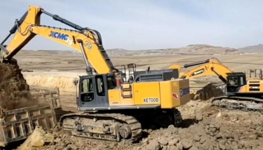 徐工700挖掘机PK三一750挖掘机,看出什么问题了吗?