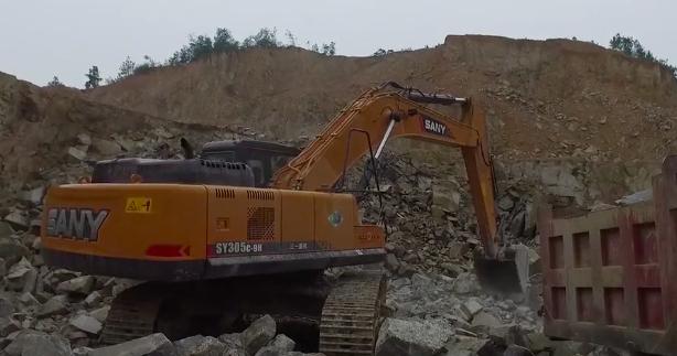 挖机三一挖掘机SY305矿山施工实拍