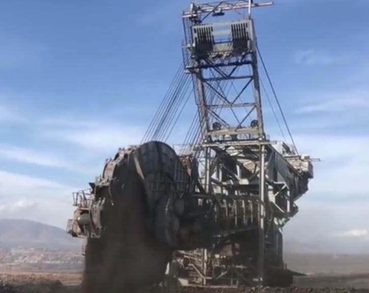 《超級工程》國外最大的巨型輪斗挖掘機,采礦效率高很是震撼